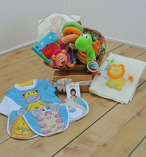 Jungle Themed Baby Gifts Uk : Jungle friends new baby gift basket uk rock a bye gifts